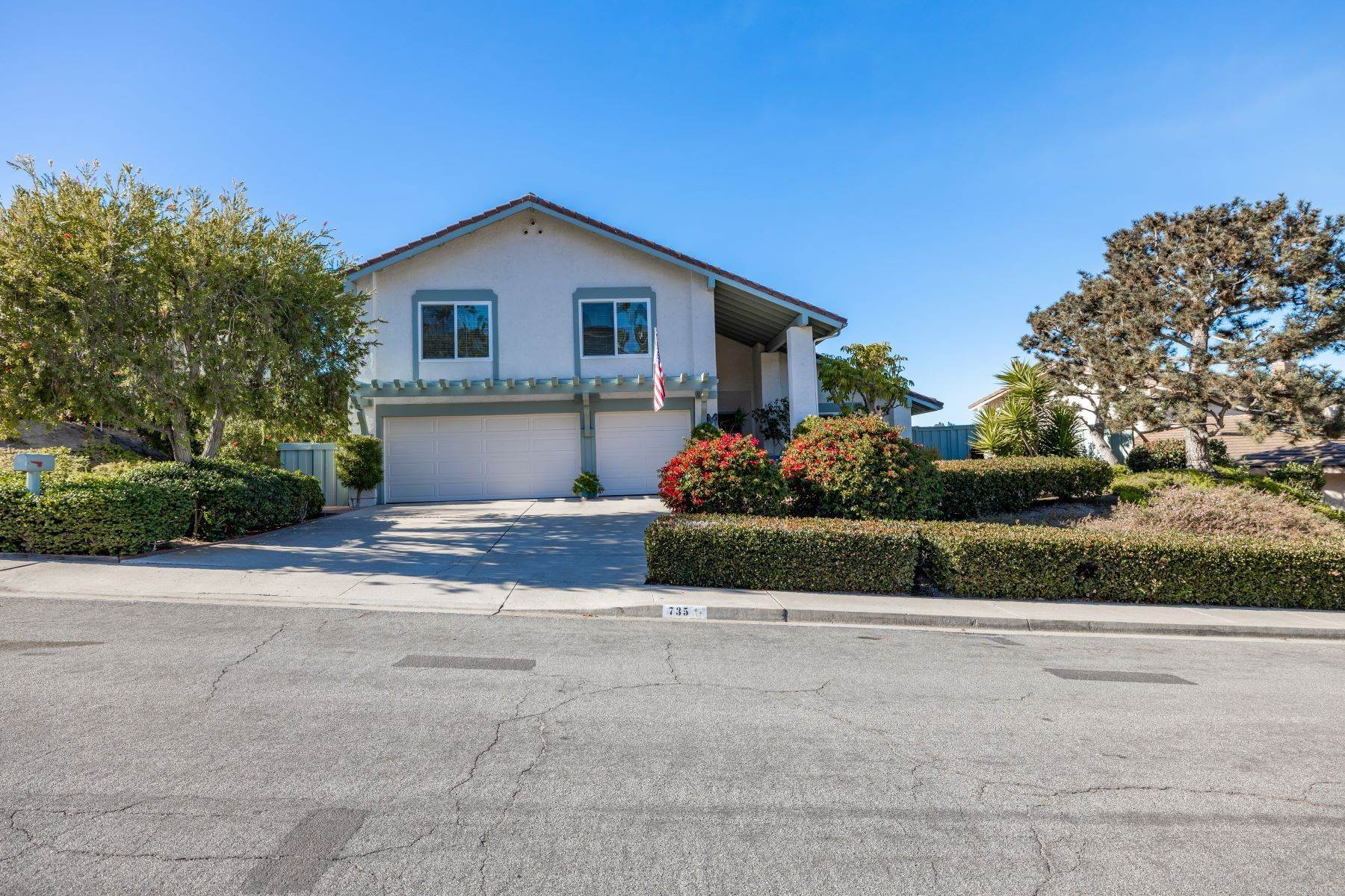 Single Family Homes for Sale at 735 Santa Paula, Solana Beach, CA 92075 735 Santa Paula Solana Beach, California 92075 United States