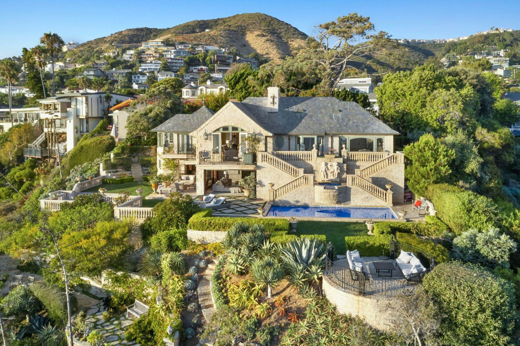 50. Single Family Homes for Sale at 31521 Bluff Drive Laguna Beach, California 92651 United States