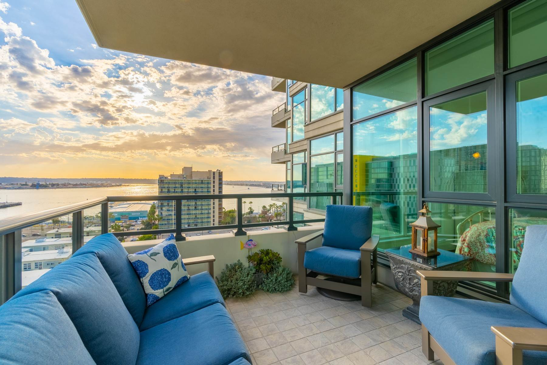 Condominiums for Sale at 1205 Pacific Highway 1306, San Diego, CA 92101 1205 Pacific Highway 1306 San Diego, California 92101 United States