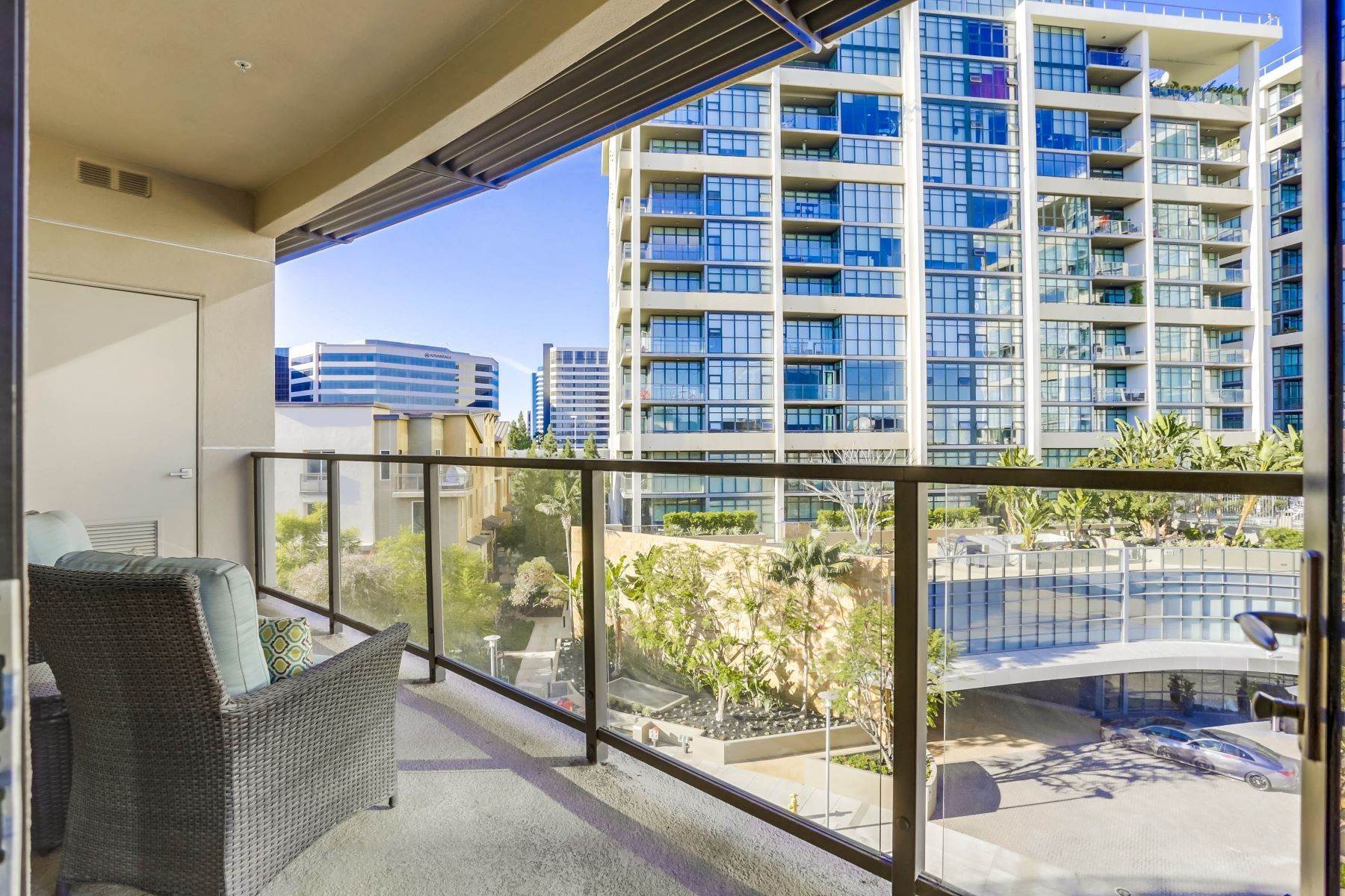 Condominiums for Sale at 402 Rockefeller #401 Irvine, California 92612 United States