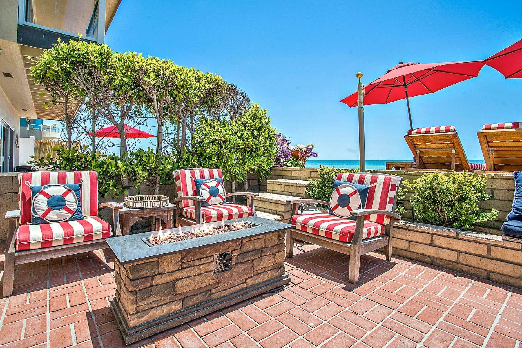 17. Single Family Homes for Sale at 35215 Beach Road, Dana Point, CA 92624 35215 Beach Road Dana Point, California 92624 United States
