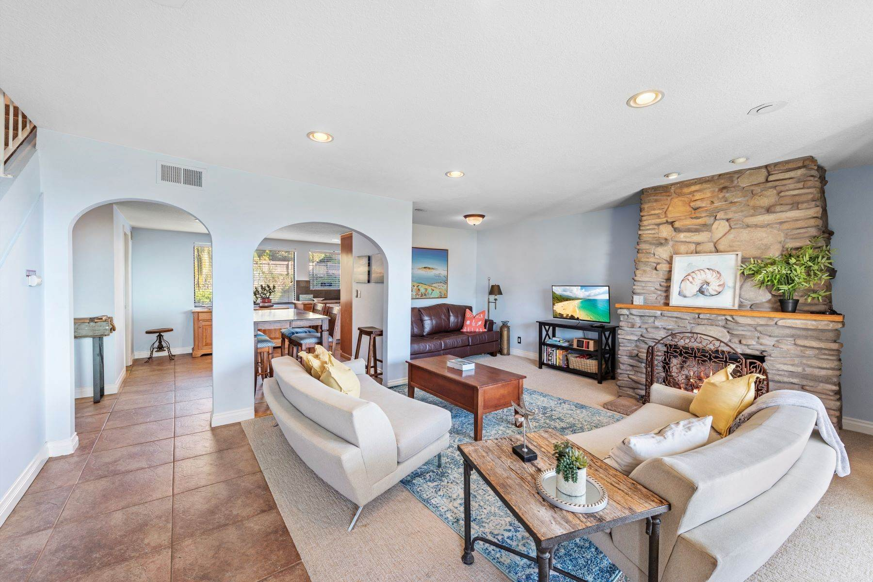 9. Condominiums for Sale at 321 Acebo Lane Unit #C, San Clemente, CA 92672 321 Acebo Lane, Unit #C San Clemente, California 92672 United States