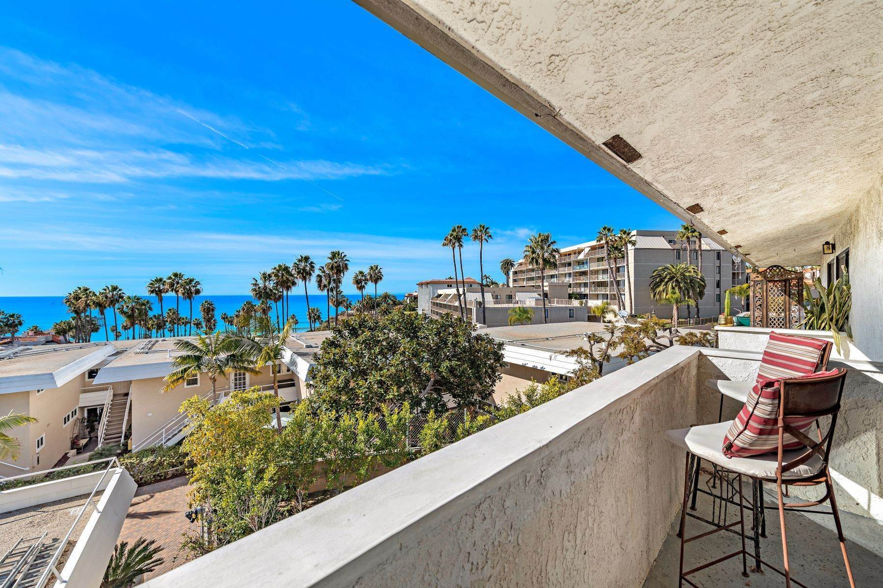 22. Condominiums for Sale at 321 Acebo Lane Unit #C, San Clemente, CA 92672 321 Acebo Lane, Unit #C San Clemente, California 92672 United States