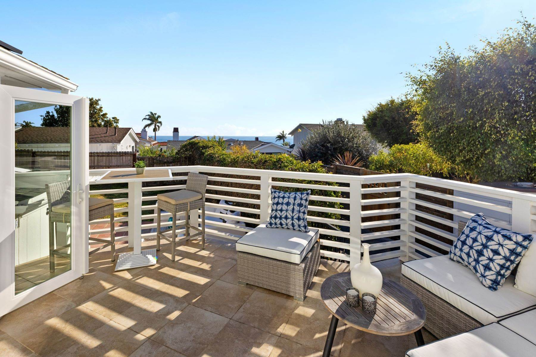 13. Single Family Homes for Sale at 24 South Portola, Laguna Beach, CA 92651 24 South Portola Laguna Beach, California 92651 United States