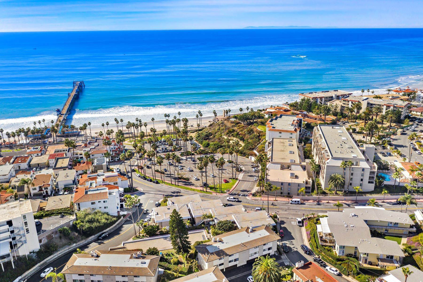 38. Condominiums for Sale at 321 Acebo Lane Unit #C, San Clemente, CA 92672 321 Acebo Lane, Unit #C San Clemente, California 92672 United States