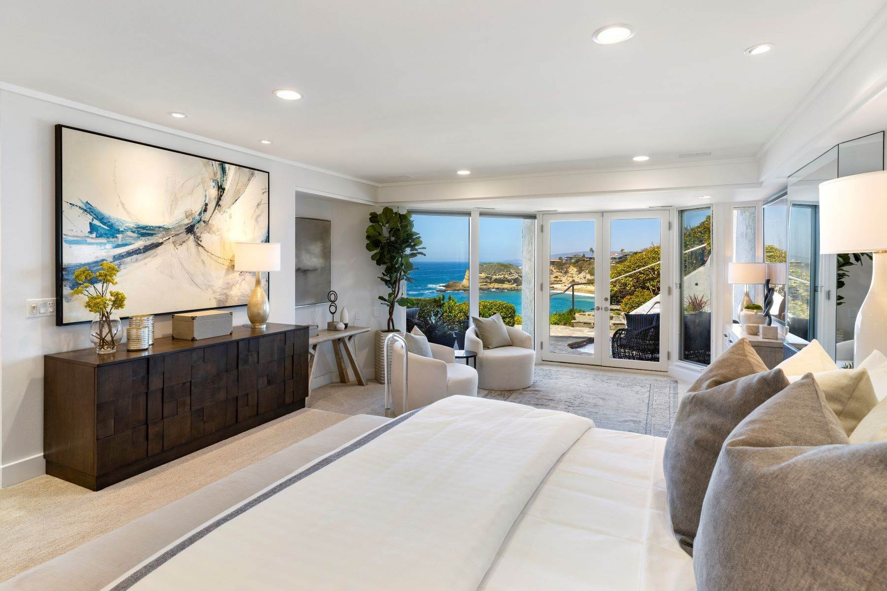 27. Single Family Homes for Sale at 112 South La Senda Drive, Laguna Beach, CA 92651 112 South La Senda Drive Laguna Beach, California 92651 United States