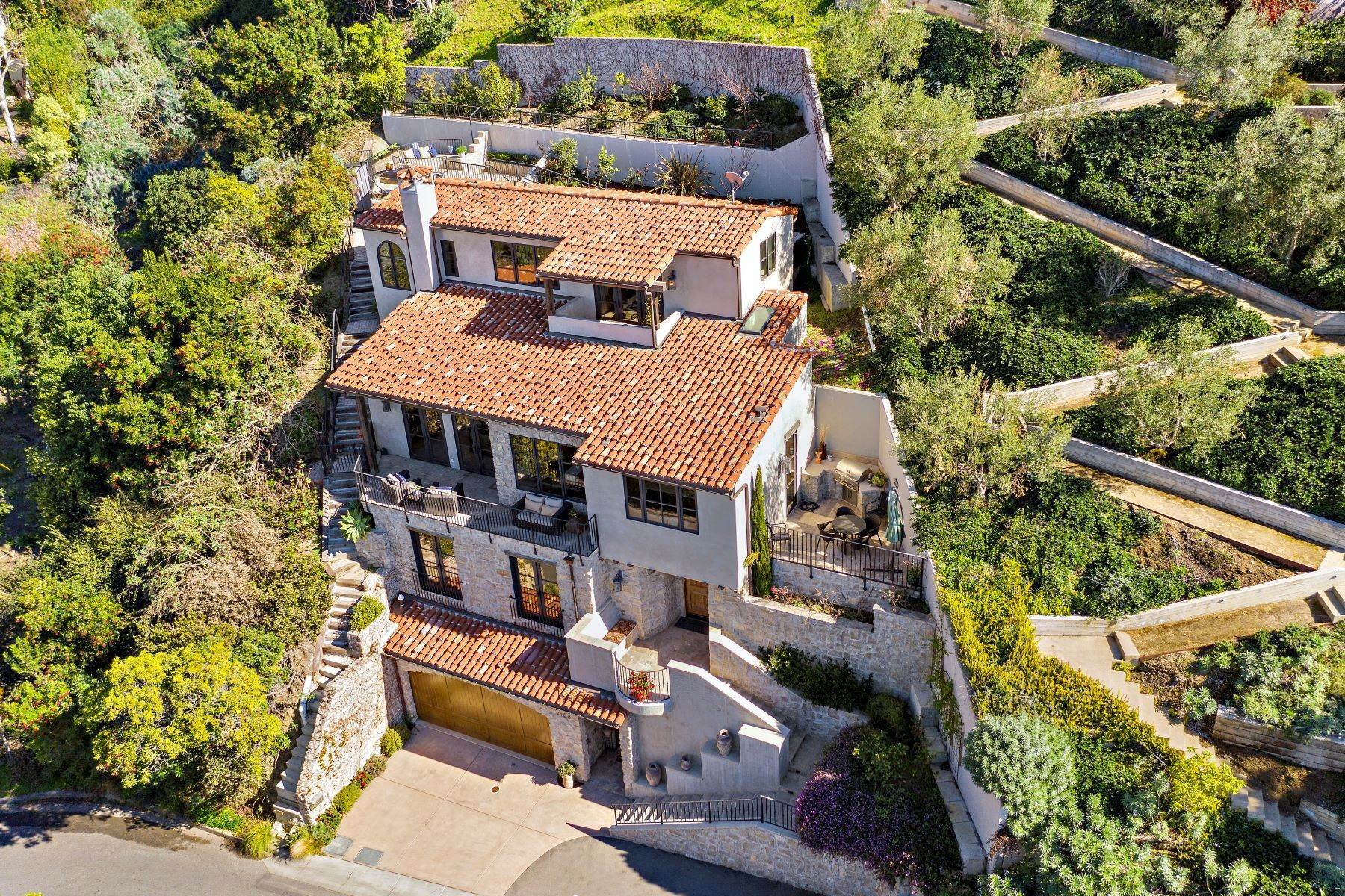 Single Family Homes for Sale at 2100 Crestview Drive, Laguna Beach, CA 92651 2100 Crestview Drive Laguna Beach, California 92651 United States