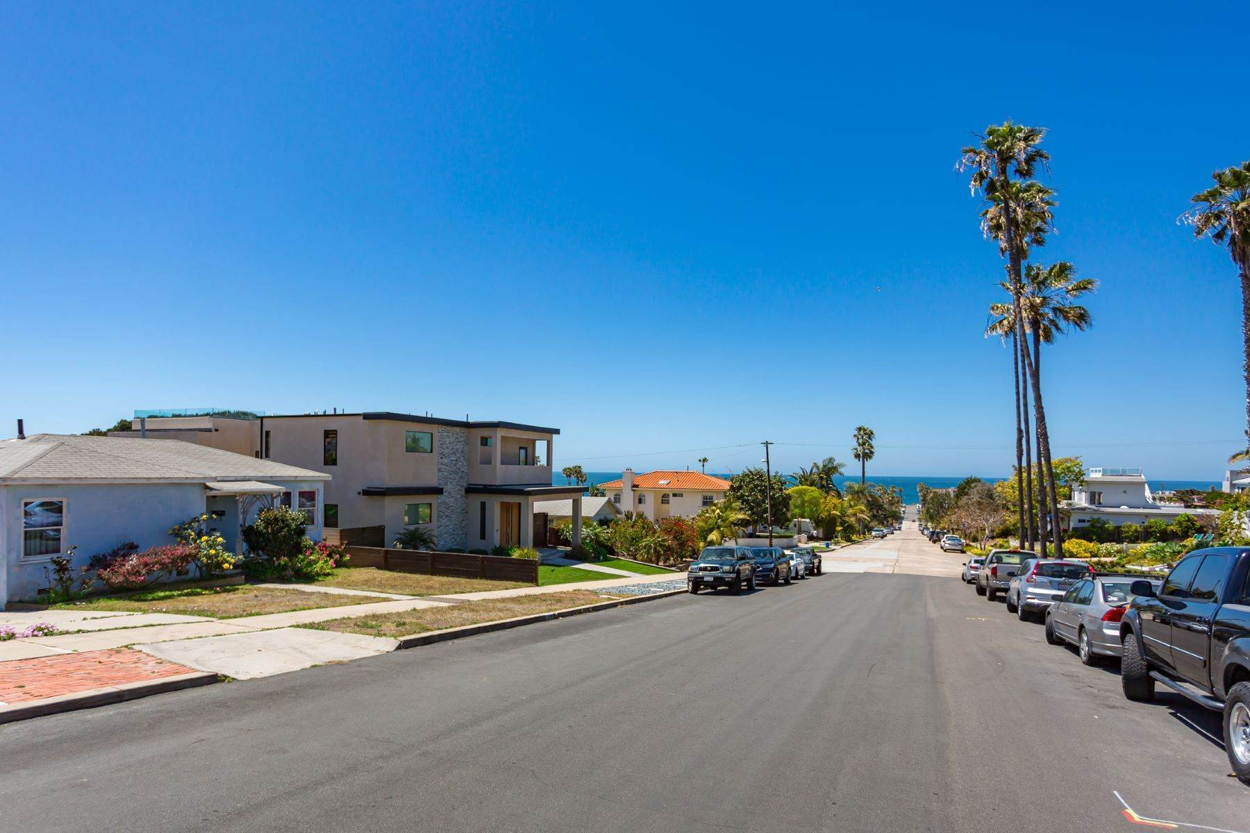 7. Single Family Homes for Sale at 4575-77 Pescadero Avenue, San Diego, CA 92107 4577 Pescadero Avenue San Diego, California 92107 United States