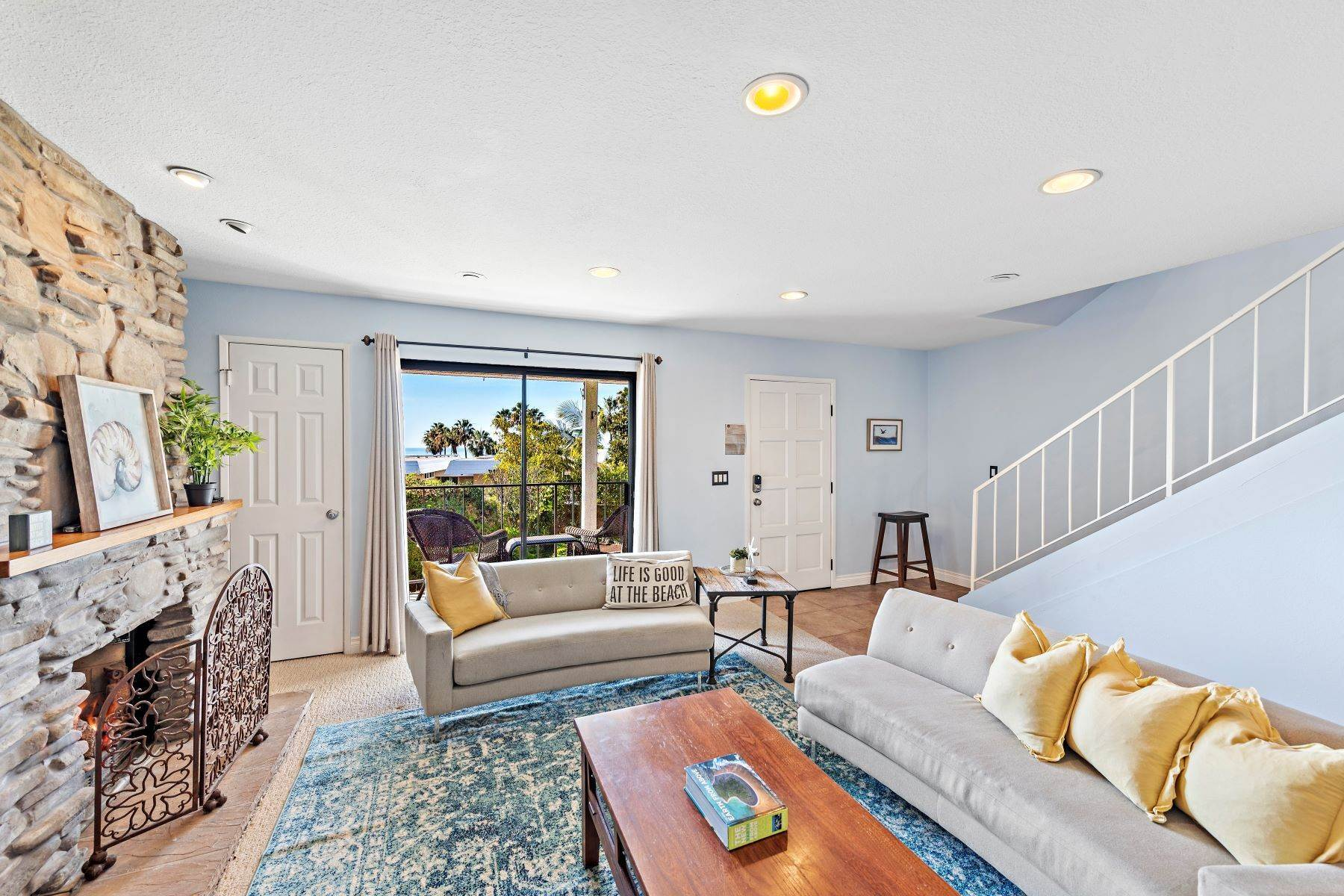 18. Condominiums for Sale at 321 Acebo Lane Unit #C, San Clemente, CA 92672 321 Acebo Lane, Unit #C San Clemente, California 92672 United States