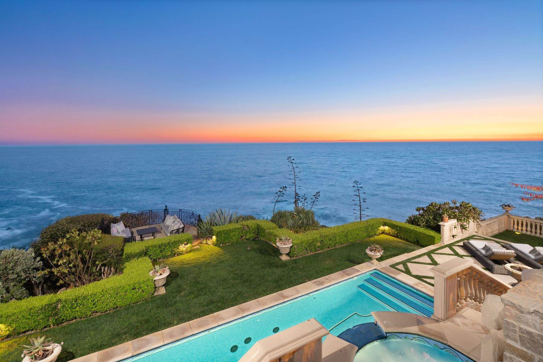 47. Single Family Homes for Sale at 31521 Bluff Drive Laguna Beach, California 92651 United States