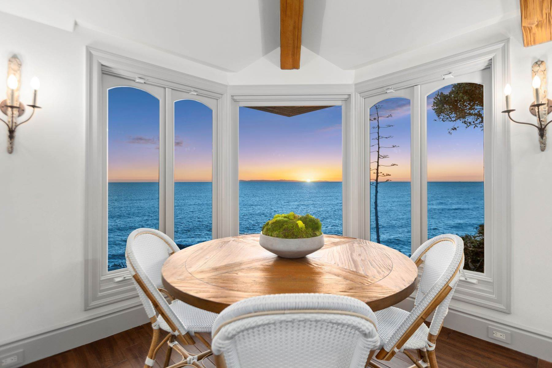 2. Single Family Homes for Sale at 31521 Bluff Drive Laguna Beach, California 92651 United States