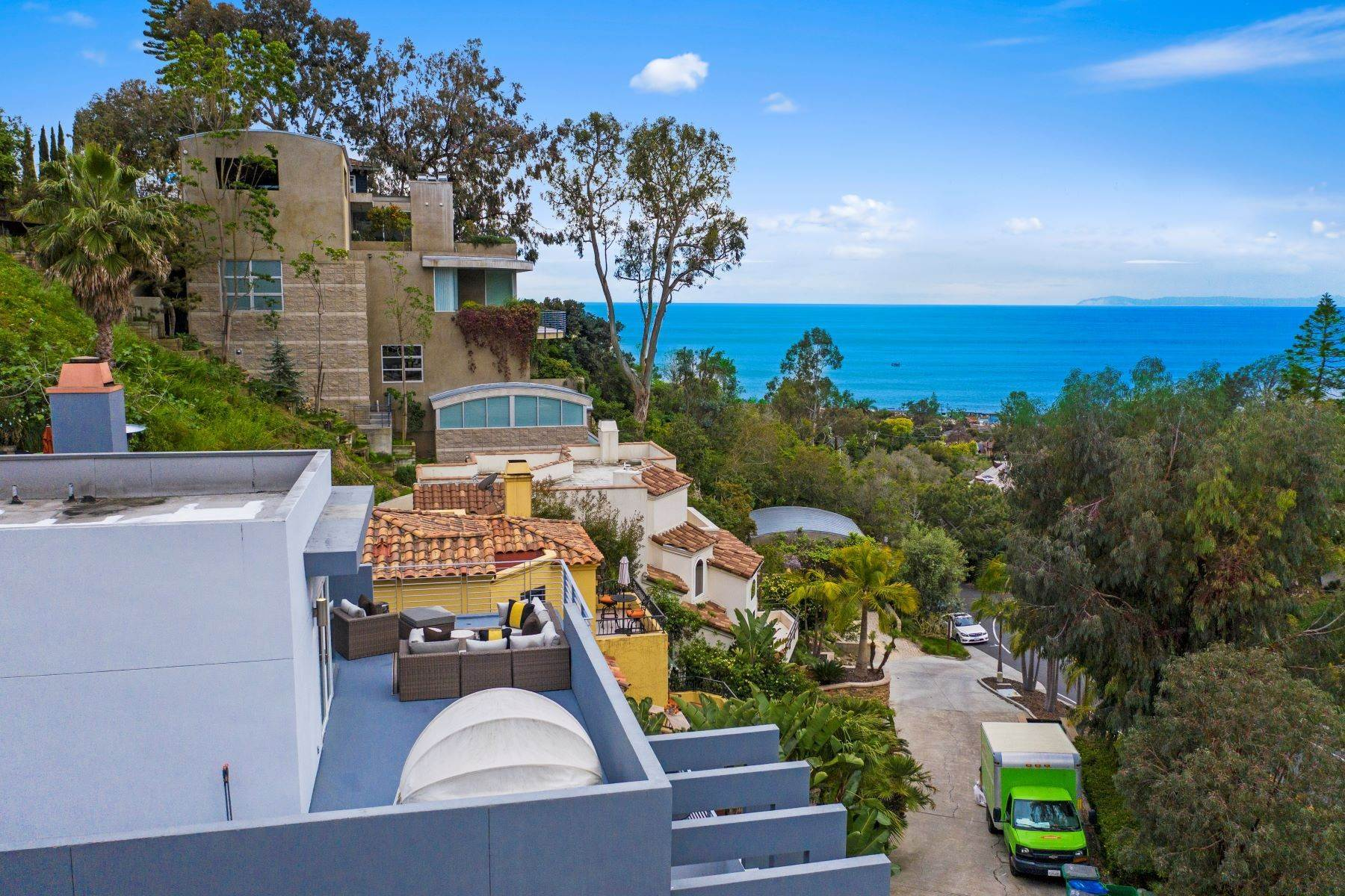 35. Single Family Homes for Sale at 845 Summit Drive, Laguna Beach, CA 92651 845 Summit Drive Laguna Beach, California 92651 United States