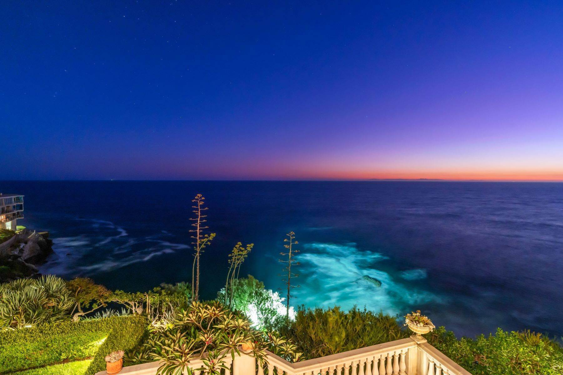 48. Single Family Homes for Sale at 31521 Bluff Drive Laguna Beach, California 92651 United States